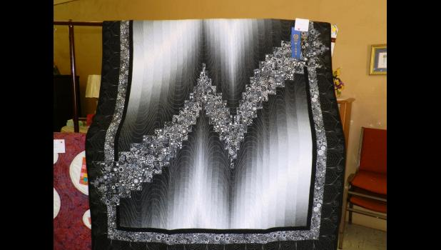 First place quilt by Janet Yamamoto